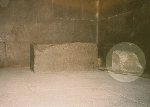 khu05-Khufu-Kings-Chamber-01
